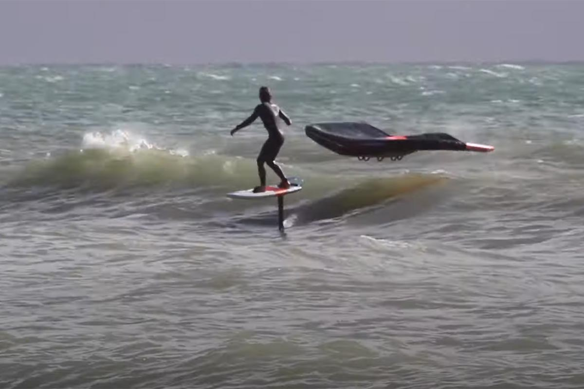 Du surf en wingfoil avec Julien et Camille Bouyer