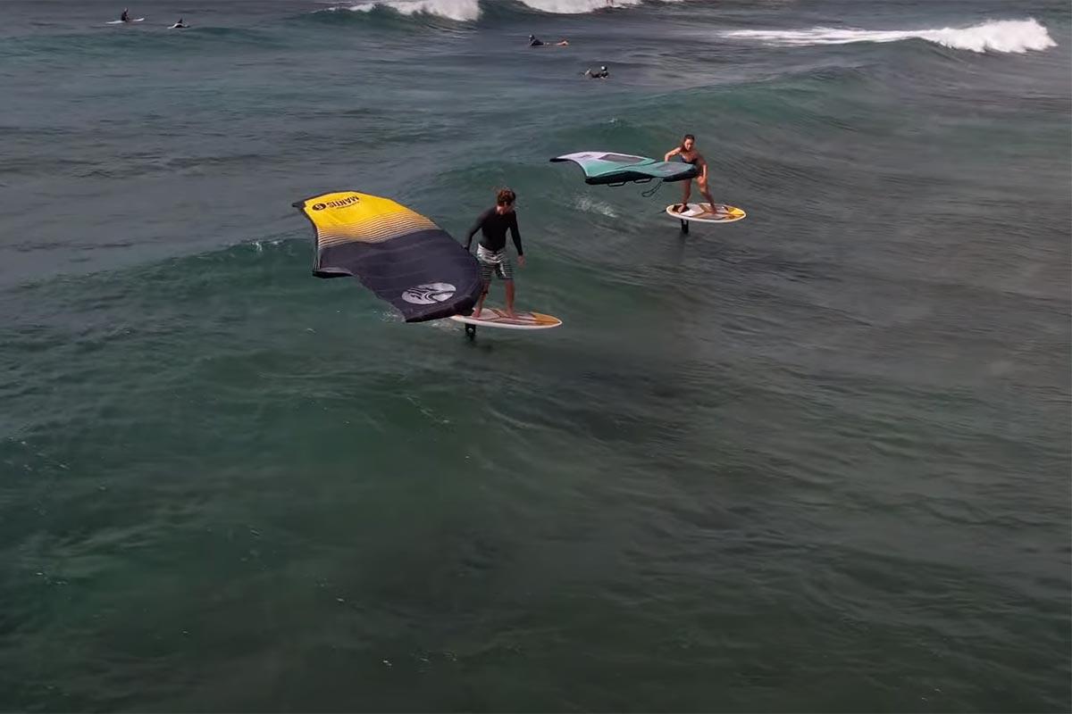 Du bon temps dans les vagues d'Oahu